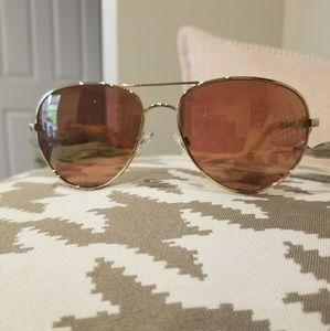 Brand new Oscar by Oscar de la Renta sunglasses